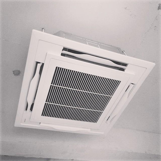 エアコンも付きました。#sandkhousehold #静岡 #清水 #雑貨屋